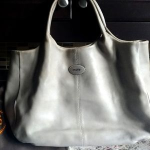 Large yet light buttery soft leather&silver hardwa